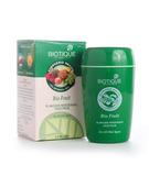 Маска для лица фруктовая осветляющая для всех типов кожи Biotique, 75 г